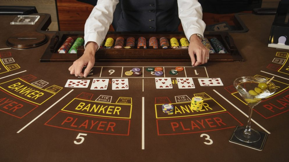 Baccarat casinos with free baccarat slots and live games with a real croupier